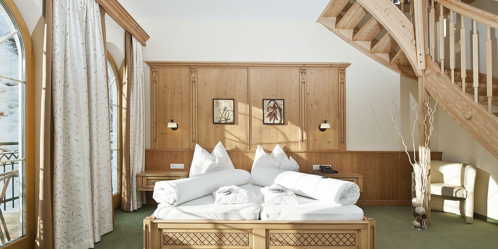 großes Bett in der Panoramasuite