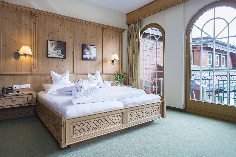gemütliches Bett in der Turmsuite