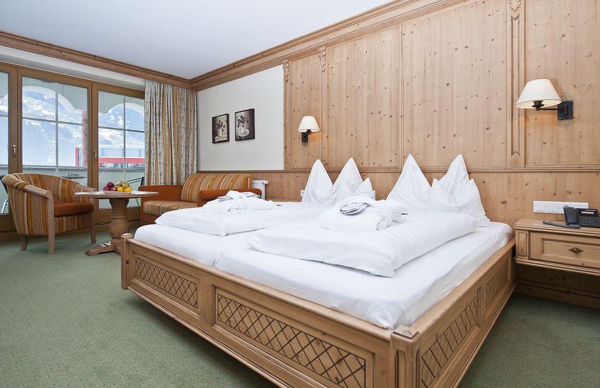 Wohn-Schlafbereich in der Juniorsuite Zillertal
