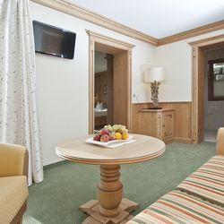 getrennter Wohnbereich in der Suite Zillertal