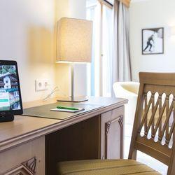 Schreibtisch mit Suite Pad